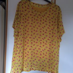Sød gul bluse i viscose og bomuld. ingen mærker i men bm 65 x 2 og læ 71 cm. pris 100 ke pp