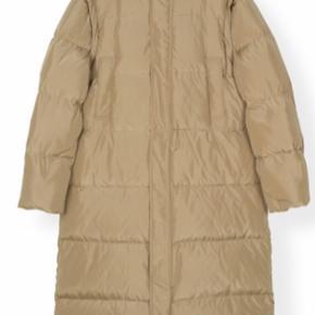 MINDSTEPRIS 2500kr Tech Down dunfrakke. Det lækreste varme frakke og kun brugt en enkel gang. Den er desværre købt for stor. Stor i størrelsen.