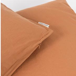 2 sæt voksensengetøj / sengesæt fra Studio Feder i farven Caramel. Økologisk og GOTS certificeret. Helt ny - har aldrig været pakket ud. Nypris 1200kr.