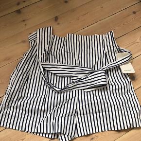 Shorts med bindebælte