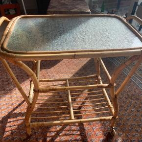 Super sejt bambus rullebord. I fin stand, har nogle tegn på at det er brugt