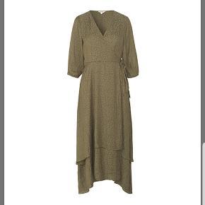 Slå-om-kjole fra mbyM