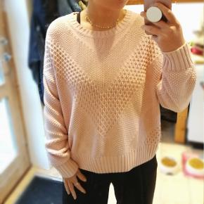 Rigtig dejlig sweater. Sælges da den er blevet for stor :)