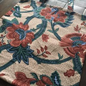 Smuk blomstret mulepose-taske, 44 x 43 cm.  Tip! Perfekt erstatning til alm. plastikposer. Posen kan bruges igen og igen, og tåler vaskemaskine.