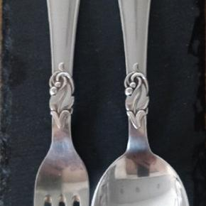 Unikt sølvbestik, sælger en spiseske og en gaffel.