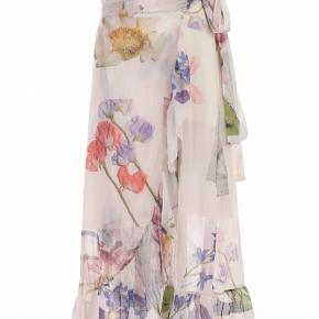 Sælger denne skønne ganni wrap around nederdel. Perfekt med en stor strik, eller hvis man skal på ferie. Sælges billigt!💛💛
