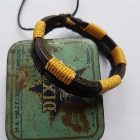 Flot nyt læder armbånd der kan justeres.  Sendes med postnord Incl.