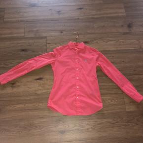 Ralph Lauren skjorte brugt få gange Str 4 svare til en str s Ved handel over Trendsales betaler sælger køber og sælger gebyr