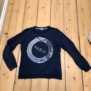 Kenzo sweatshirt i navy.  Lille medium - kan sagtens bruges af en normal xs og s.   Bud modtages