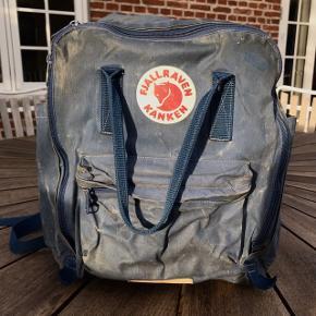 Gammel Fjällräv taske med masser af patina. Virker fint