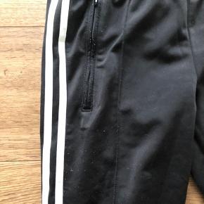 Adidas bukser Der er fnuller på bukserne