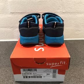 Rigtig fine sko fra Superfit i str 24. Dejlig bløde og god støtte. Standen er god!