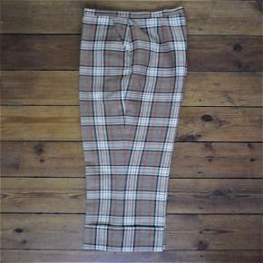 Vintage, retro ternede bukser3/4 lang, 2 lommerbeige, rød, hvid, sort blød uld, som ikke kradser og ikke krøler