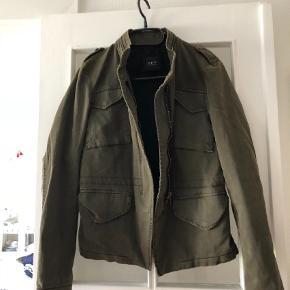 a574eca8aca Brand: set urban deluxe Varetype: jakke Farve: Armygrøn Oprindelig købspris:  2100 kr