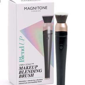 Magnitone London BlendUp brush. Helt fantastisk til at blende! Kun prøvet to gange. Nypris 595kr. BYD