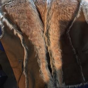 vest med ruskind og pels