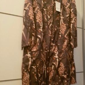Så fed en kjole, der både kan styles op med stiletter og ned med et par jeans og  boots