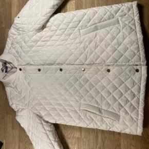 Sælger denne dine Tommy Hilfiger jakke. Den er i super fin stand, fejler intet - Den er 2 år gammel, og købt i magasin for; 1600 kr.   + kvittering haves, skriv endelig for flere billeder, eller hvis du er intra :)
