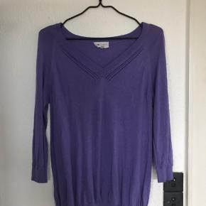 Lækker bluse pullover fra Vanessa Bruno i blød og lækker blanding af silke viscose bomuld.  Str angivelsen på blusen er 2 - svarer til str 36