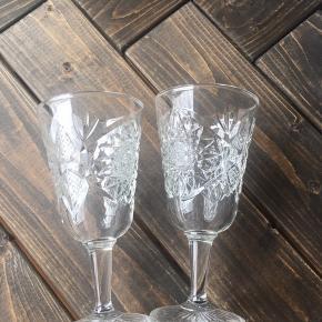 Flotte glas på stilk - ideelle til drinks eller lign. Ukendt mærke