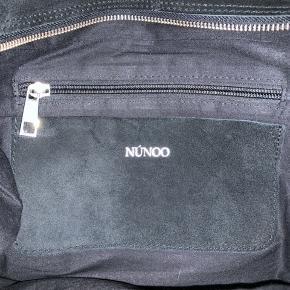 Tasken er brugt, men intet er i stykker på den.