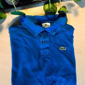 Super fin Lacoste skjorte  - kongeblå  - fitter en størrelse s og m - brugt meget få gange