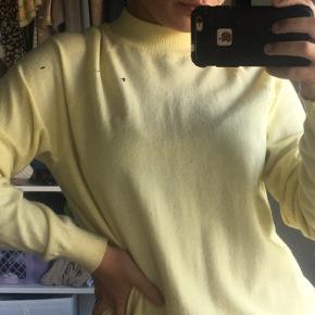 Sød sweater fra pieces. Selvom det er en str xl kan jeg passe den og jeg er en str small