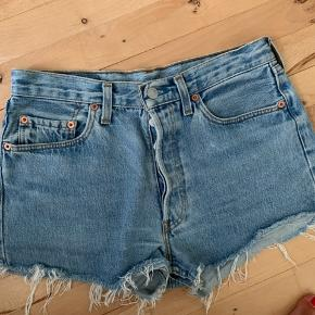 Levis 501 shorts  Størrelse 32, passer en medium