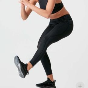 Sculpt leggings fra MyProtein, str. medium. Alm. i str. sidder godt og er højtaljede, har bred elastik for oven. Rart, tyndt stof der er strækbart.  Nypris 389 (eks fragt på 59 kr)