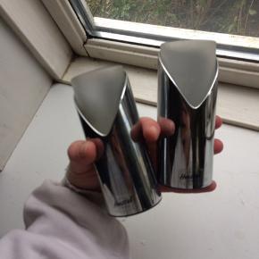 Fine fyrfadslysholdere fra Herstal - sælges billigt :) de trænger til at blive pudset, da de bare har stået i en støvet kasse på loftet - men de er næsten ikke brugt.  BYD 🦋💕