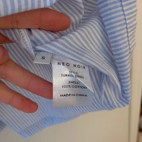 Smuk skjortekjole fra Neo Noir str Small. Aldrig brugt