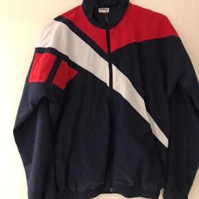 Super cool let jakke, ingen tegn på slid. Hentes på Nørrebro eller sendes med DAO på købers regning.