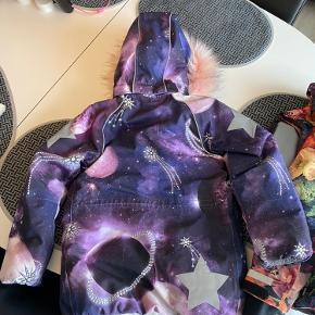 Virkelig lækker vinterjakke fra Molo sælges - model Cathy.. Pelsen kan tages af - fejler intet..