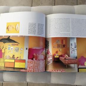 Skøn bog med ideer til børneværelset. Coveret har en revne, men selve bogen er super. Så fine billeder.