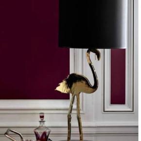Sælger min Flamingo lampe   Ny pris 6.990 kr Sælges grundet plads mangel.  Kan både bruges som gulv lampe, på et bord eller i vindueskarmen.  Sælges til 2800 kr. Prisen er fast og skal hentes i Kbh S