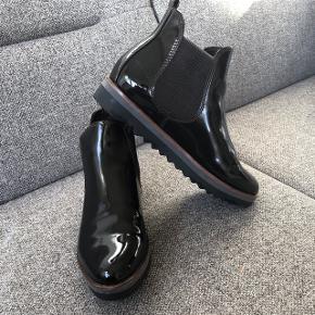 Super fede lak støvler. De har kun været prøvet - aldrig gået med.