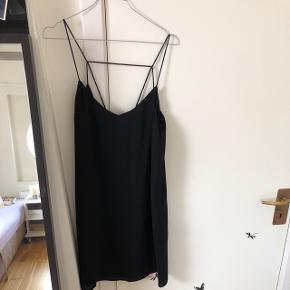 Sort envii kjole i størrelse M. Stadig med mærke. Nypris 400 kr. :)