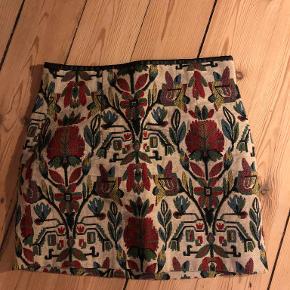 Smuk nederdel!  Sendes med DAO eller hentes i København NV/mødes et sted i København