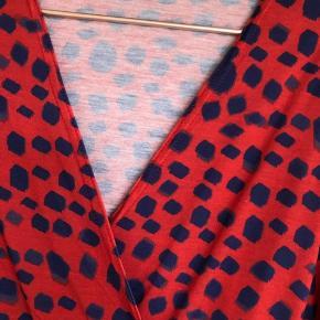 Ny kjole, aldrig brugt, i det blødeste stof.  ⭐️ se også mine øvrige annoncer. Mængderabat opnås ⭐️