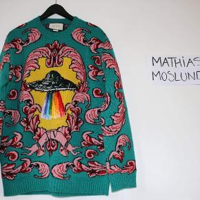 Gucci UFO sweater, nypris er 11200 DKK og har kvittering. Købt direkte i butikken i London og kvittering er med mit navn, så er den eneste tidligere ejere.  Den er brugt 10-20 gange og har meget få brugsspor.  Eneste eksemplar i Danmark 😅