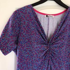E-Beths dansk design kjole Produceret i Danmark  Str. XL Sælges for min mor.   Brugt og vasket 3 gange, fremstår som helt ny.   Nypris 995,-  Bud er velkommen.   Kig forbi, giver mængderabat.   #trendsalesfund