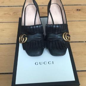 Den smukke og klassiske sko fra Gucci.  Sælges da de er for store til mig, som bruger en lille 36. Kvittering og æske følger med i købet. Nypris 4500 Nedsat til en jule-gave-pris af 1600 kr !! Bytter ikke