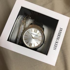 Helt nyt ur, fejler intet. Aldrig prøvet på, aldrig brugt. Stadig i emballage med plastik og æske
