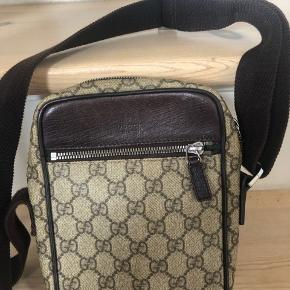 Sælger denne Gucci taske. Den måler 14x20. 💸