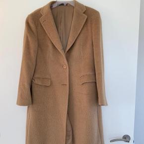 Super lækker Kameluldsfrakke fra det italienske mærke Tagliatore,