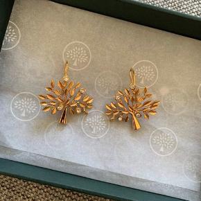 Navn: Tree earring brass metal and swaroski crystal.   Kvittering haves og kan fremvises (kopi medfølger - da der er købt andet på samme kvittering)   Jeg har også ring og halskæde til salg. Se mine andre annoncer :-)