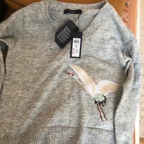 Virkelig fin sweater sælges. Den er helt ny! Nyprisen er 379 kr. byd gerne :)
