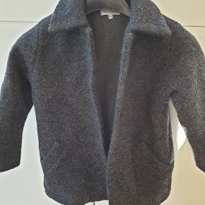 Aldrig brugt uld frakke. Byd
