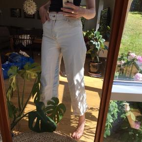 straight leg jeans med lyseblå striber på indersiden af benet