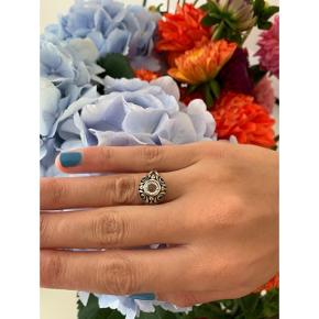 Julie Sandlau ring strl 52 - brugt få gange. Købspris i butik: 1200kr  🌸 Mp: 200kr + fragt 20kr